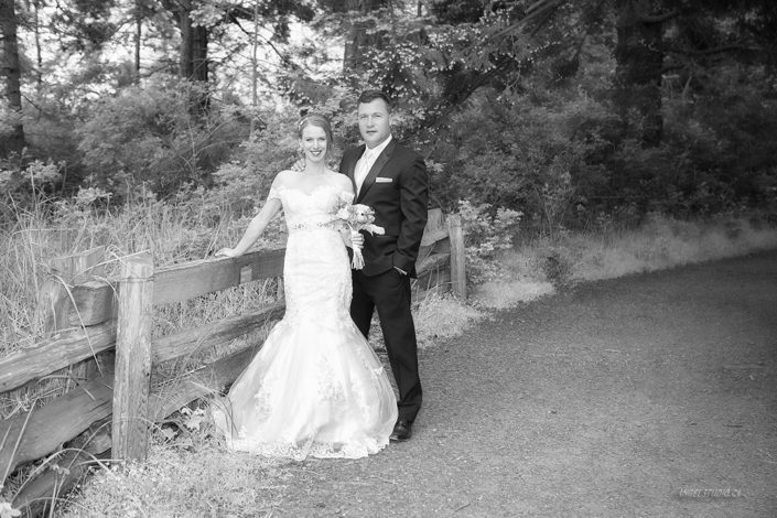 romantic wedding, wedding pictures, B&W wedding, rural wedding, rustic wedding